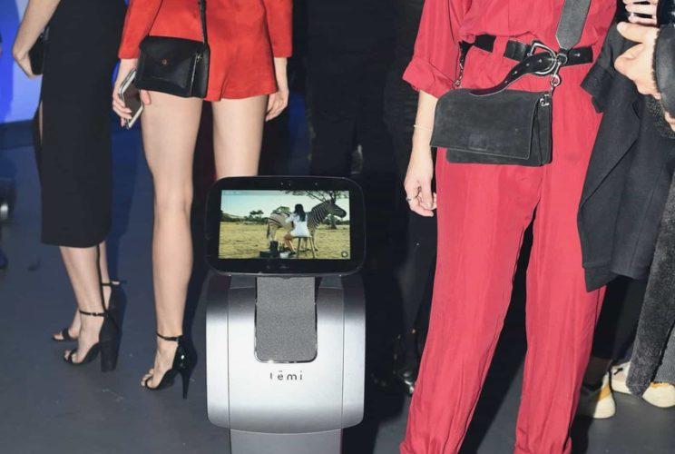 Fashion Week 2019 temi robot